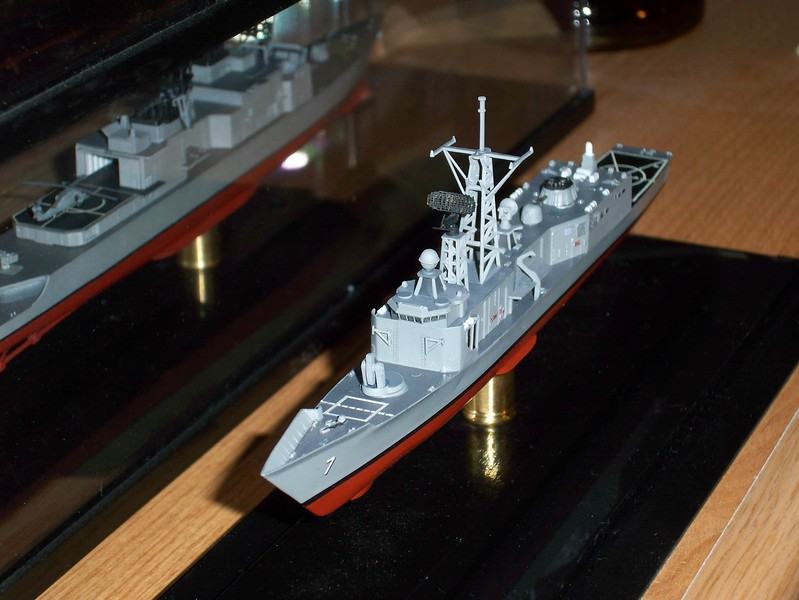 32-101202 FFG-7 final outfitting-2