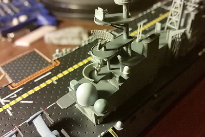 151110: LHD-5 progress shot.  Note PE on SPS-49 antenna.