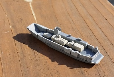 151212: LCU-1640 in 1/700 (from Hobbyboss LHD kit))