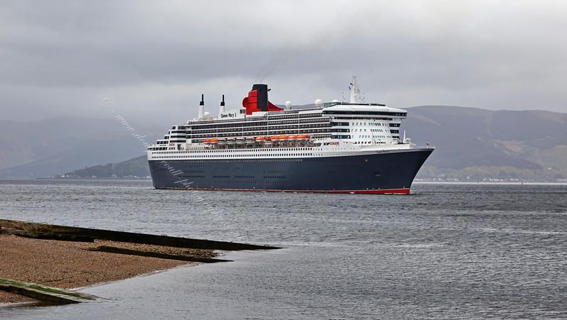'Queen Mary 2' arrives at Greenock Esplanade - 21 May 2015