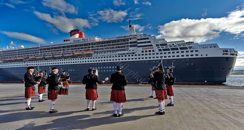 Pipe Band Welcomes the Queen Mary 2 at the Ocean Terminal - 15 May 2013
