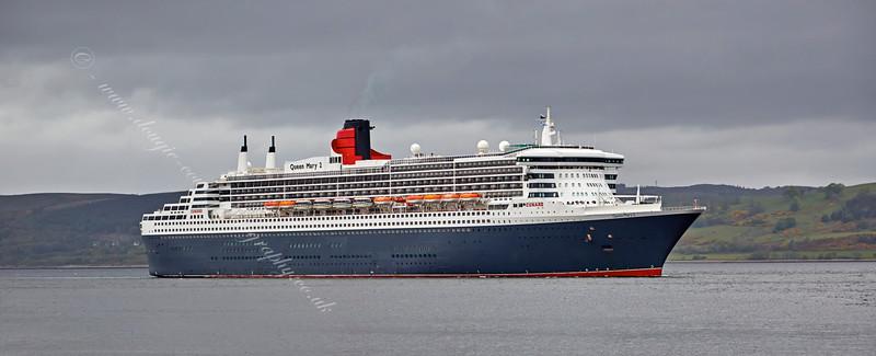 'Queen Mary 2' off Greenock Esplanade - 21 May 2015