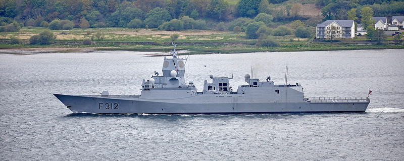 HNoMS Otto Sverdrup (F312) off Langbank - 8 May 2019