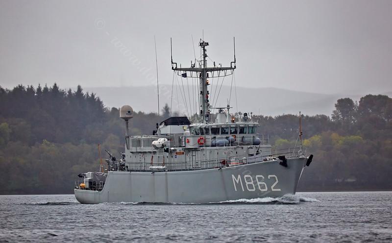 'HNLMS Zierikzee' (M862) off Rhu - 3 October 2014