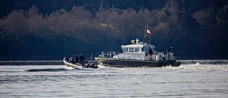 MOD Police Boat with SD Clyde Racer  off Rhu Spit - 26 March 2017