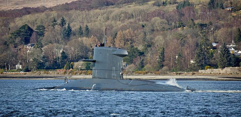 'HNLMS Bruinvis' (S810) passing Rhu - 26 March 2017