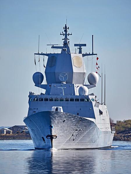 HnoMS Roald Amundsen (F311) off Greenock - 26 March 2017