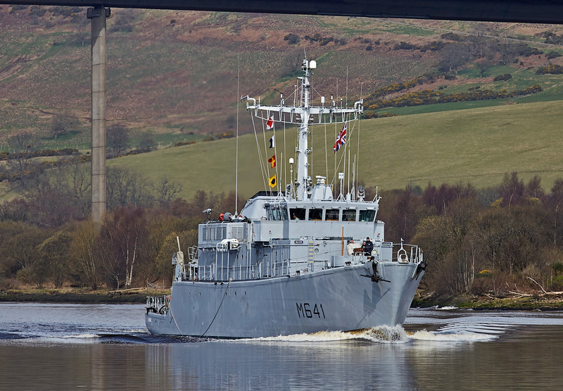 FS Eridan (M641) near Erskine Bridge - 24 March 2017