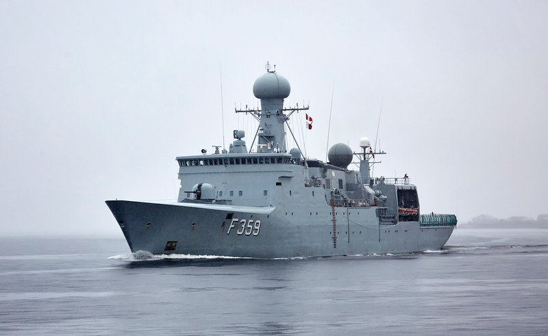HDMS Vædderen (F359) passing Custom House Quay - 1 October 2017