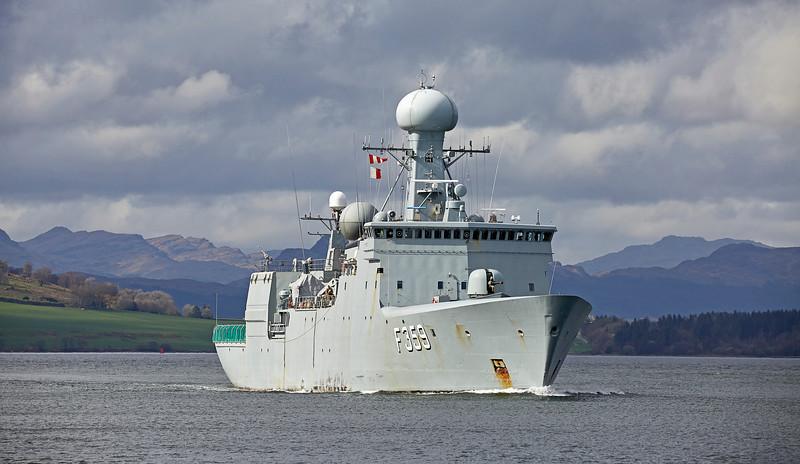 HDMS Vædderen (F359) passing Custom House Quay - 20 April 2018