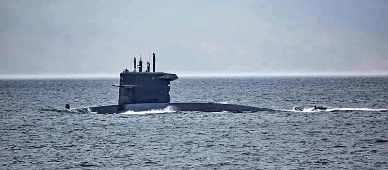 HNLMS Zeeleeuw passing Cloch Point - 17 October 2017