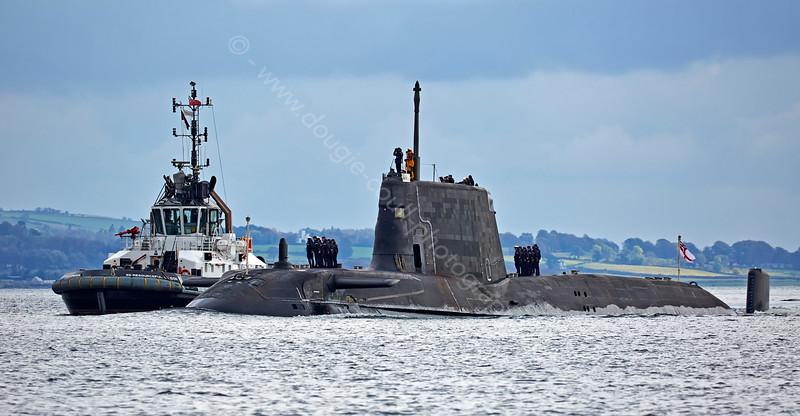 SD Resourceful and HMS Ambush off Rhu Spit - 9 October 2014