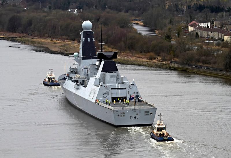 HMS Duncan (D37) - Erskine Bridge - 19 March 2013
