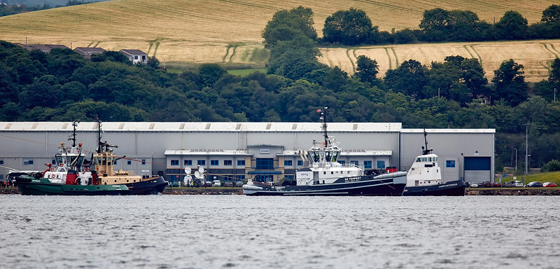 Tugs with the HMS Queen Elizabeth (R08) at Rosyth - 26 June 2017