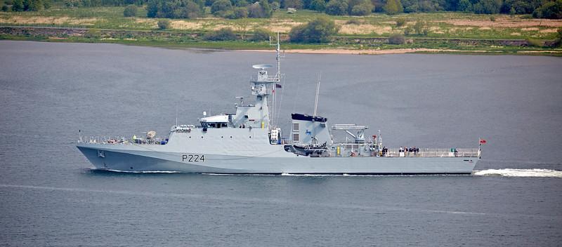 HMS Trent (P224) passing Langbank - 16 May 2019