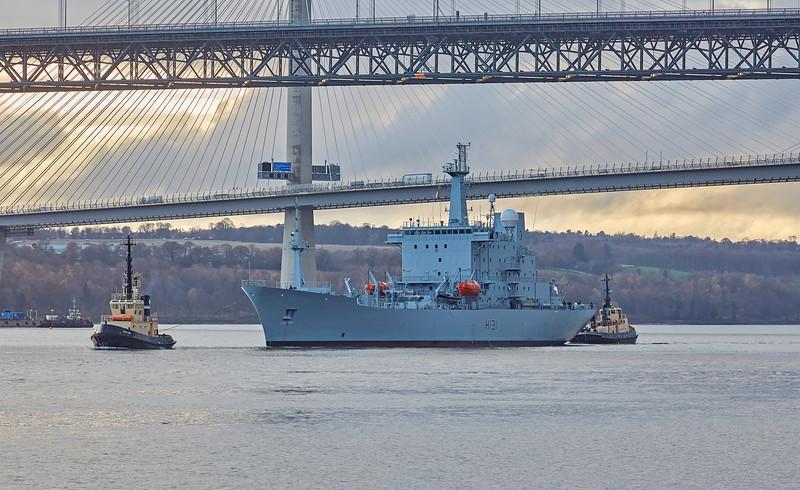 'HMS Scott' (H131) off North Queensferry - 26 November 2018