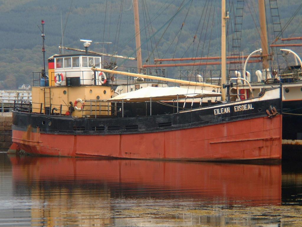 EILEAN EISDEAL, Flag: UK, 132 GRT, Inveraray October 2004