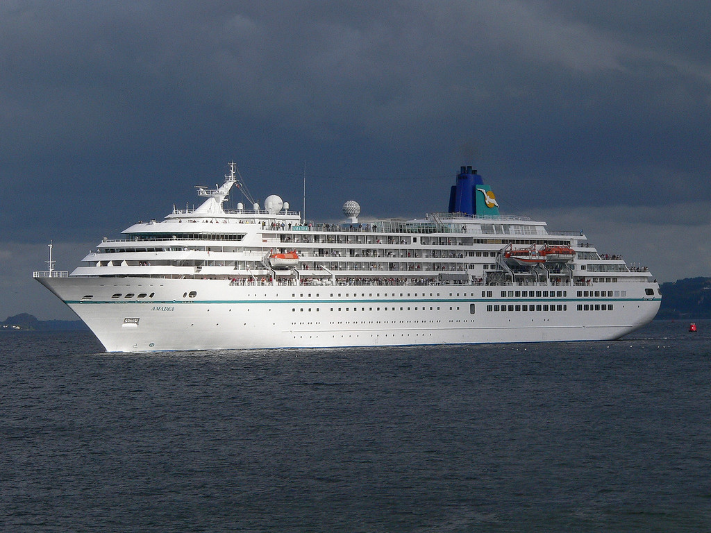 AMADEA, Flag: Bahamas, 28,856 GRT, River Clyde August 2010