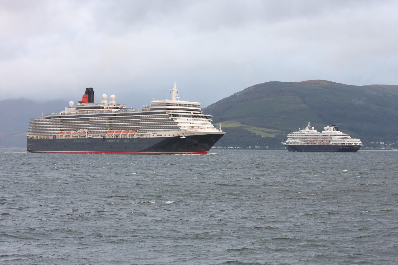 QUEEN ELIZABETH and PRINSENDAM