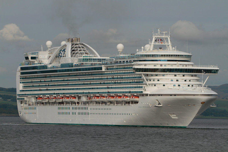 RUBY PRINCESS, Flag: Bermuda, 113,561 GRT, River Clyde July 2014
