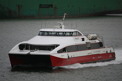 RED JET 4 IMO:9295854 209gt - Approaching Southampton Ferry Terminal 30.03.10