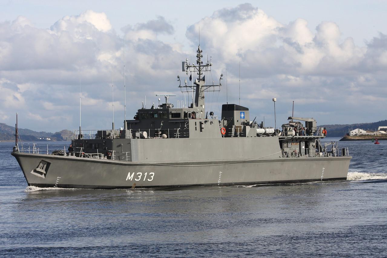 M-313 ENS ADMIRAL COWAN