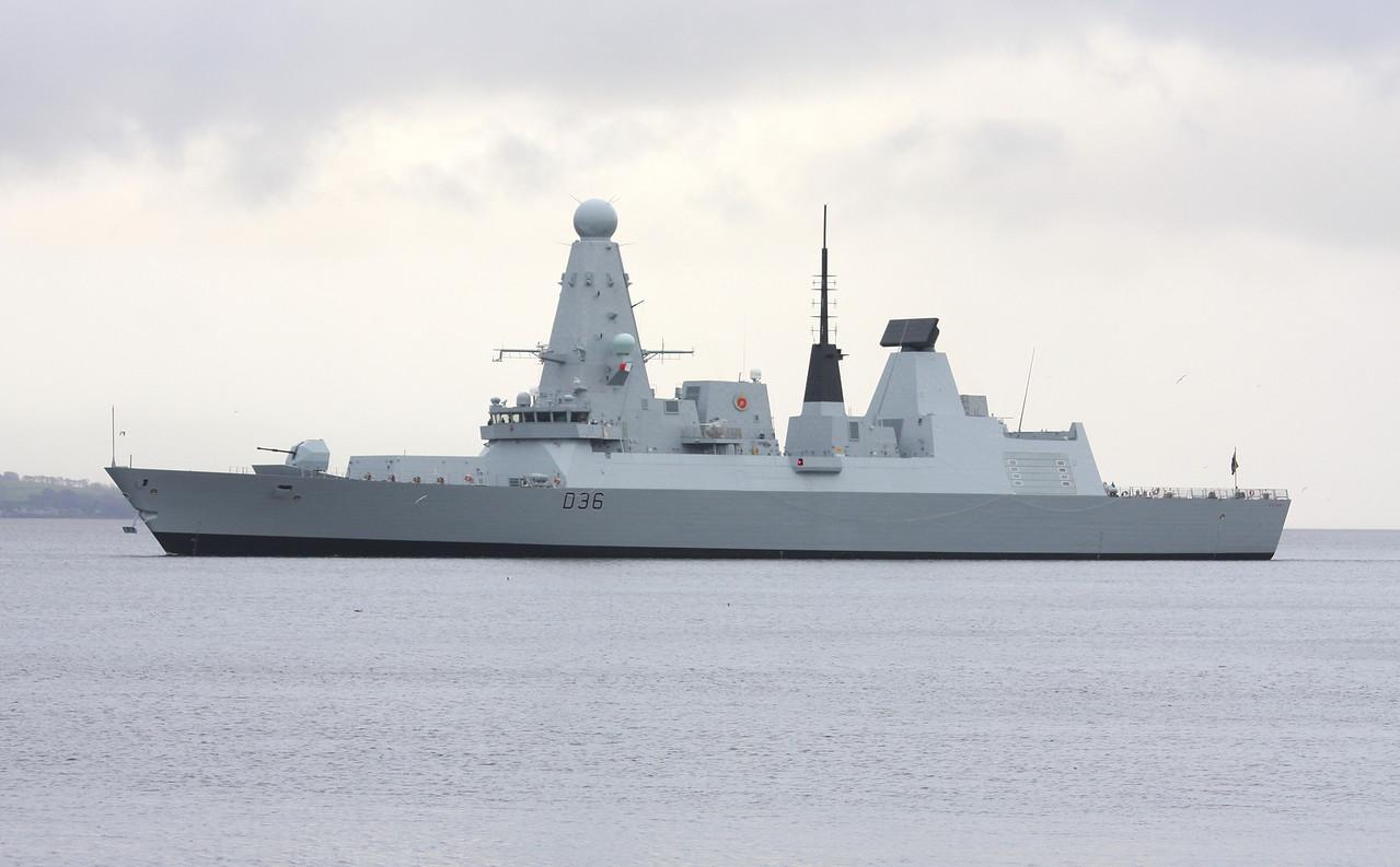 D-36 HMS DEFENDER