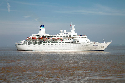 DISCOVERY arrives off the point for Avonmouth from Scotland on a round Britain cruise. Sunday 18th May 2014.