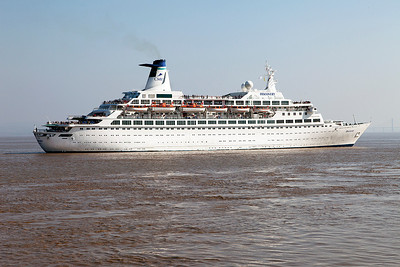DISCOVERY arrives off the point for Avonmouth from Scotland on a round Brittain cruise. Sunday 18th May 2014.