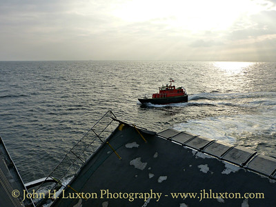 PV KITTIWAKE delivers the pilot to MANANNAN - September 20, 2014