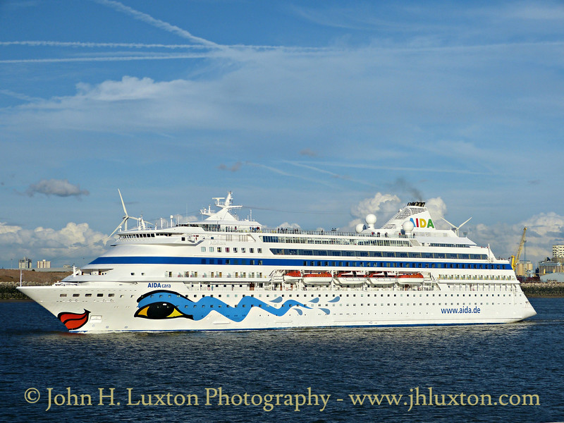 AIDAcara on the River Mersey - August 29, 2015