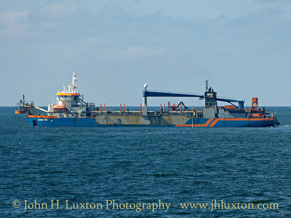 HAM 316 dumping at the spoil ground in Liverpool Bay - September 06, 2014