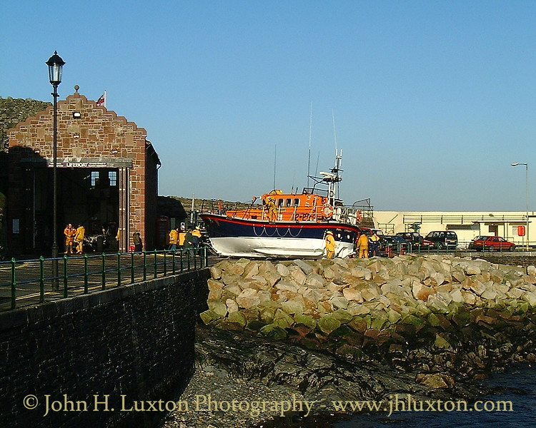 Recovering the Peel Lifeboat RNLB RUBY CLERY January 14, 2001.