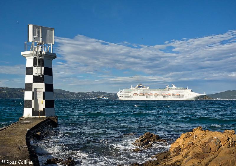 'Sun Princess' departs from Wellington Harbour, 15 December 2017