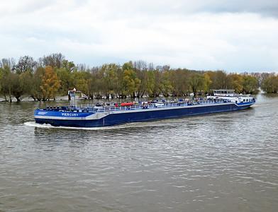 Tanker MERCURY, MMSI 244660404 heading up stream near Ingelheim. Wednesday 19th November 2014.