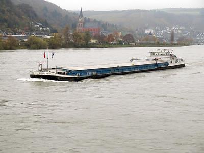 Barge PRIMO INITIO MMSI 244780707, heading upstream near Oberwesel. Thursday 20th November 2014.
