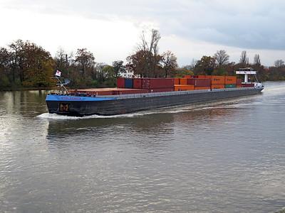 Cargo/Container barge STOLZENECK, MMSI 211511400 near Mainz. Wednesday 19th November 2014.