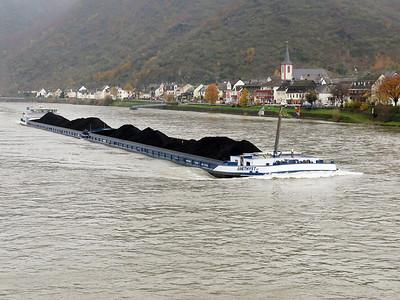 AMETHYST II, MMSI 244730023. Heads upstream with a cargo of coal passing Kestert. Thursday 20th November 2014.