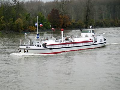 The smart little tanker ODIN heads up stream near Gernsheim. Wednesday 19th November 2014.