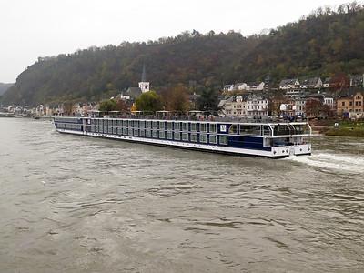 Cruise ship RIVER SPLENDOR passes Sankt Goar heading upstream. Thursday 20th November 2014.