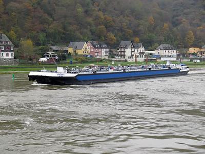 Tanker UNION X, MMSI 244750252. Heading upstream at Sankt Goar. Thursday 20th November 2014.