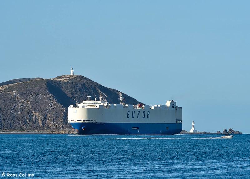 "Car Carrier ""Morning Midas"" arriving at Wellington on 10 April 2016"