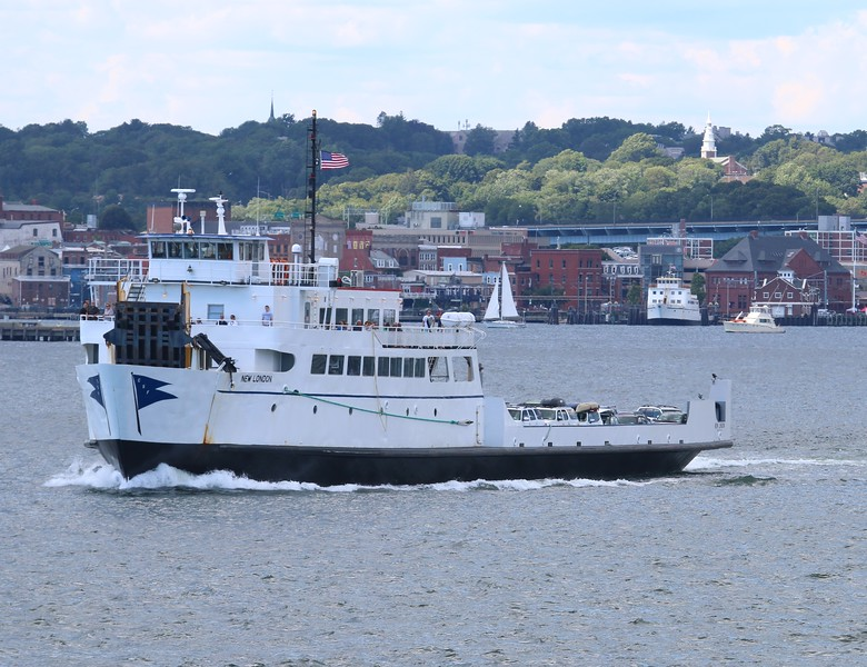 Cross sound Ferry ' New London'