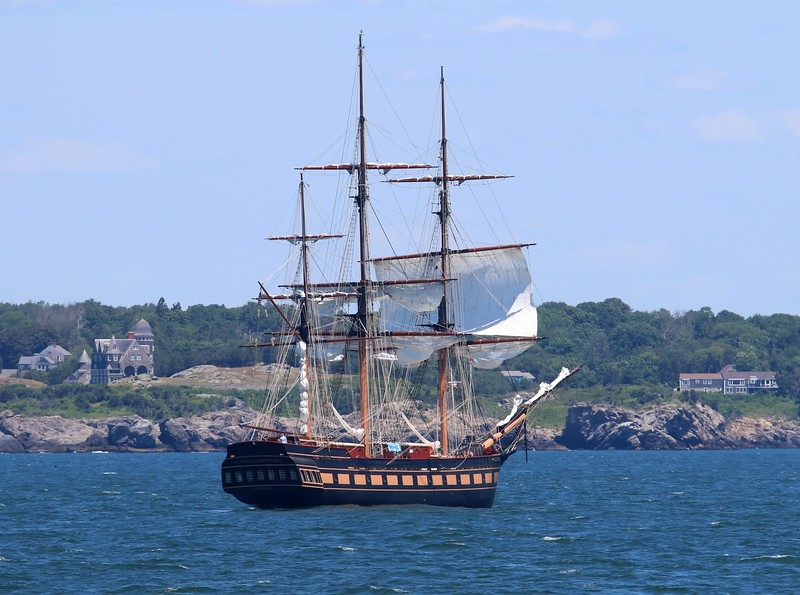 The 'Oliver Hazard Perry' heading into Newport, RI