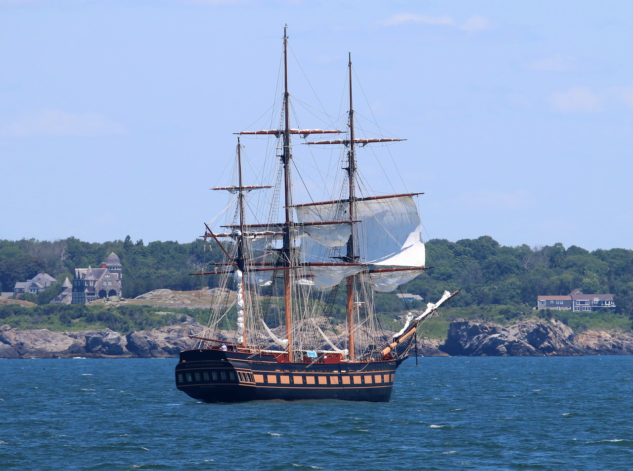 The 'Oliver Hazard Perry' heading into Newport, RI