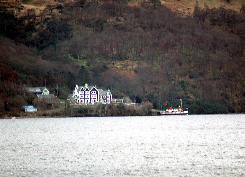 Countess Fiona att Inversnaid, viewed from across the loch at Inveruglas