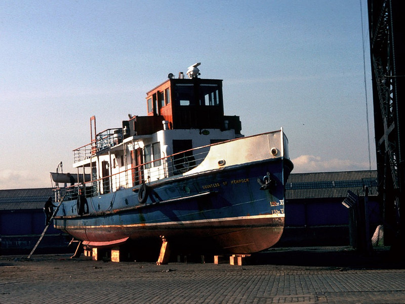 Countess of Kempock on Stobcross Quay preparing for transfer to Loch Lomond