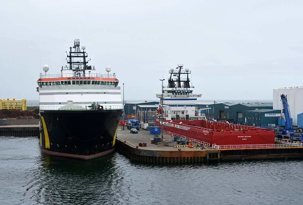 Caledonian Vigilance (left) and Skandi Buchan, Aberdeen, 23 May 2015