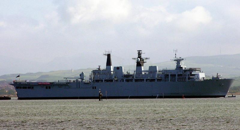 HMS Bulwark, Barrow, Mon 31 May 2004 2