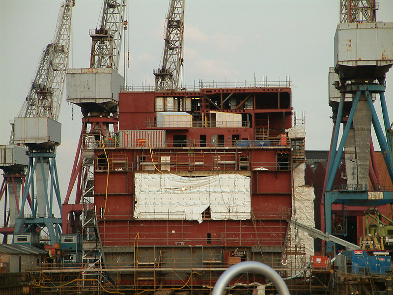 The lower section of Mounts Bay's accommodation block being fitted on top of forward hull section on 15th August 2003